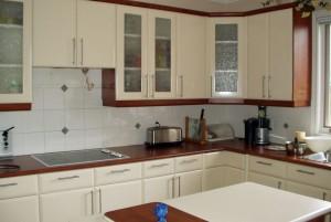 creamy-white-kitchen